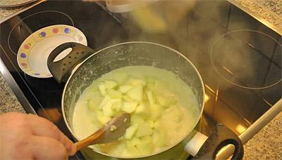 Добавление яблок в пшенную кашу (фото)