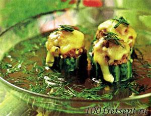 Суп с огурцами фаршированными мясом и сыром. Фото.