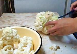 Разделяем цветную капусту на соцветия (фото)